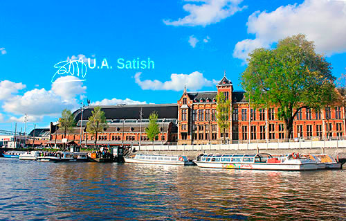 Amsterdam Centraal; Amsterdam; Neherlands; water; boats; building; sky; clouds; architecture; outdoor; uasatish; train station;