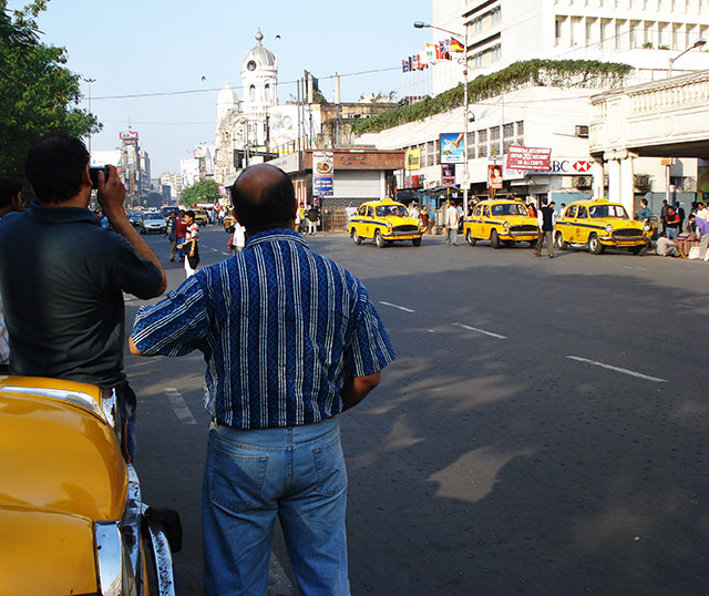Esplanade; Kolkata; Calcutta; India; outdoor; cars; buildings; uasatish;