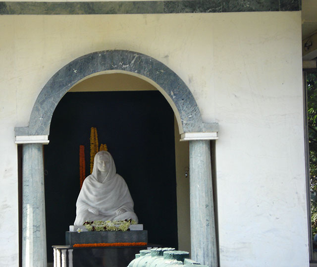 shrine; Rani Rashmoni; Dakshineswar Temple; Kolkata; India; uasatish;