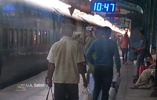 Maharashtra; India; Central Railway; train travel; uasatish; railway station; Karjat Station;