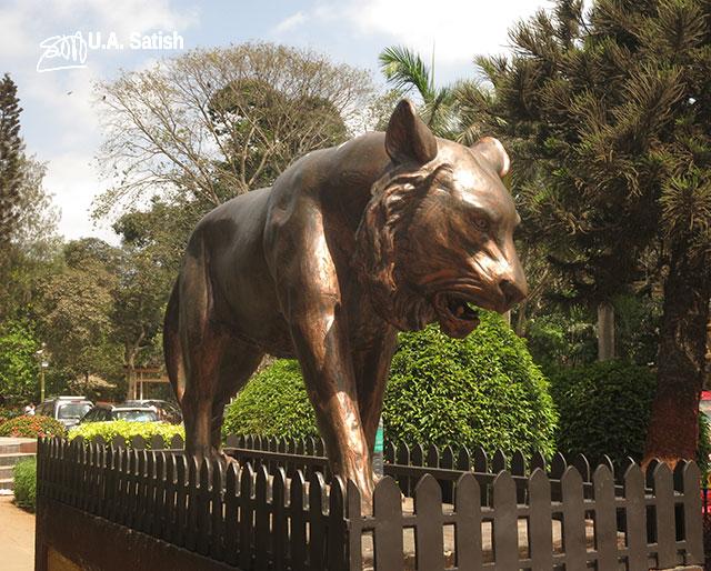 Bhau Daji Lad Museum; Mumbai; Byculla; India; museum; Jijanata Udyan; Victoria Gardens; uasatish; lion sculpture;