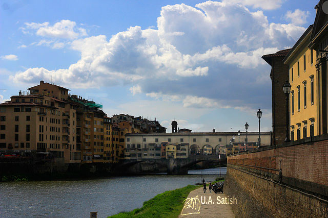 Ponte Vechhio; Florence; Italy; sky; clouds; buildings; river; uasatish;