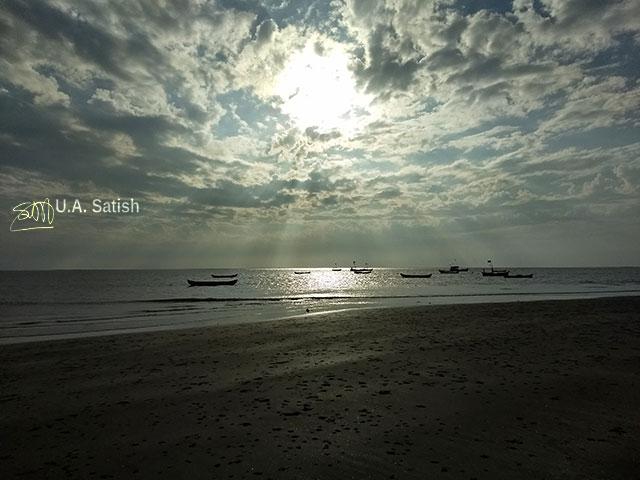 Rangaoon Beach; Vasai; beach; India; Maharasjtra; Mumbai; sea; sky; clouds; sun; light; uasatish;