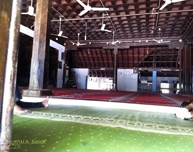 Odathil Palli; mosque; palli; Thalassery; Tellicherry; Kerala; uasatish; prayer hall;