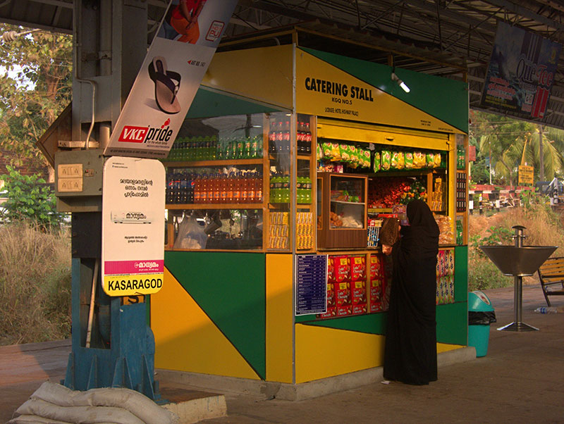 woman; burqa; Kasaragod station; Kerala; India; travel; uasatish; https://uasatish.com; stall;