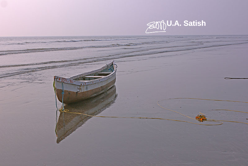 Kalamb Beach; India; Mumbai; outdoor; uasatish; boat;