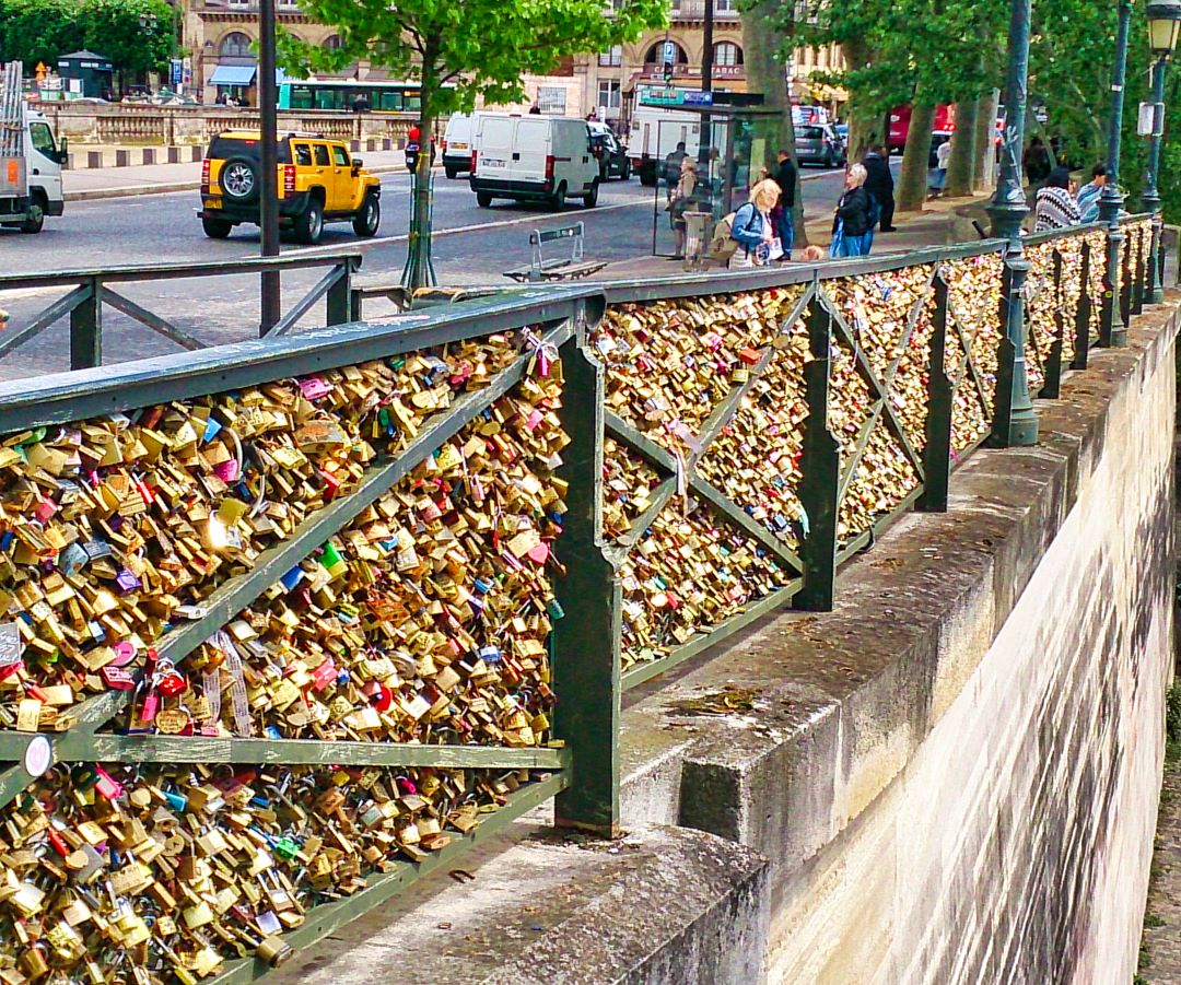 Paris; France; love locks; Pont des Arts; uasatish;