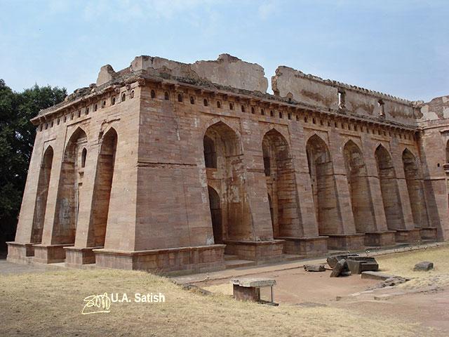 Hindola Mahal; Madhya Pradesh; India; outdoor; travel; architecture; uasatish; Mandu;