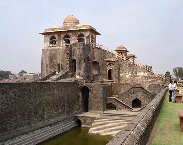 Jahaz Mahal; Mandu; Madhya Pradesh; India; outdoor; architecture; travel; uasatish;