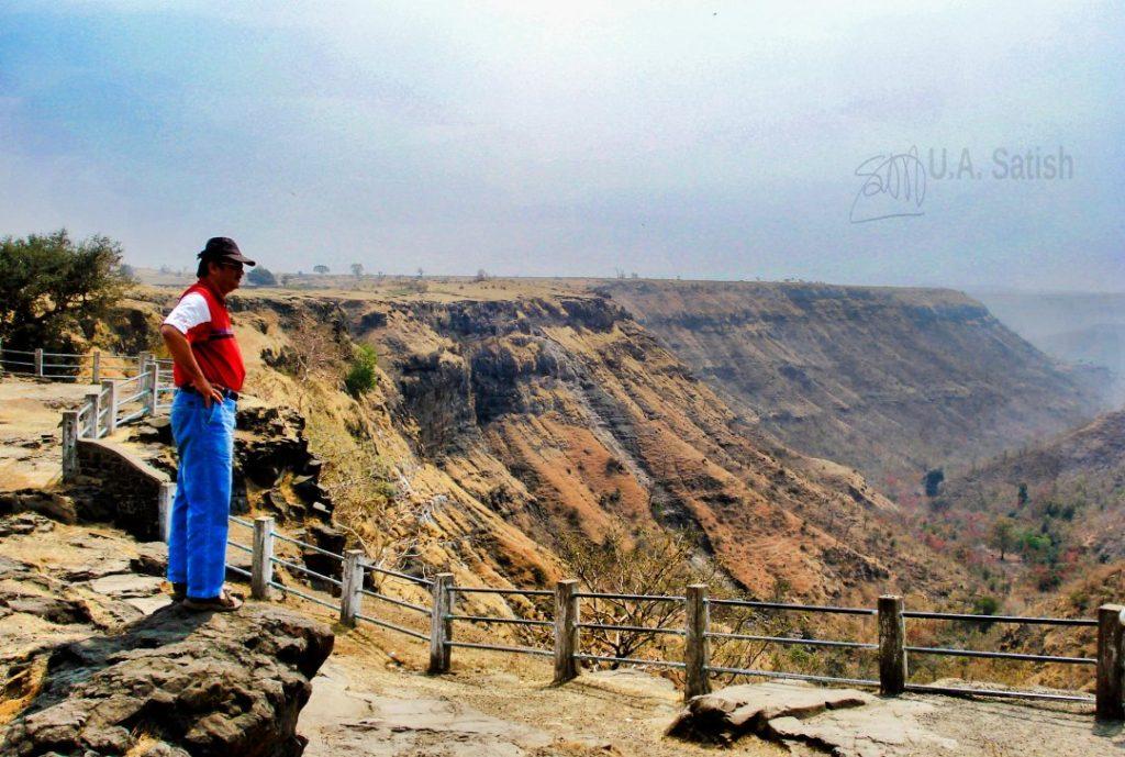 Overlooking the Malwa Ravines Mandu, uasatish; Madhya Pradesh;
