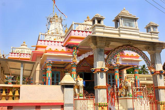 Gholvad; Maharashtra; India; uasatish; outdoor; Sri Munisuvrat Swamy Jain Temple; architecture;