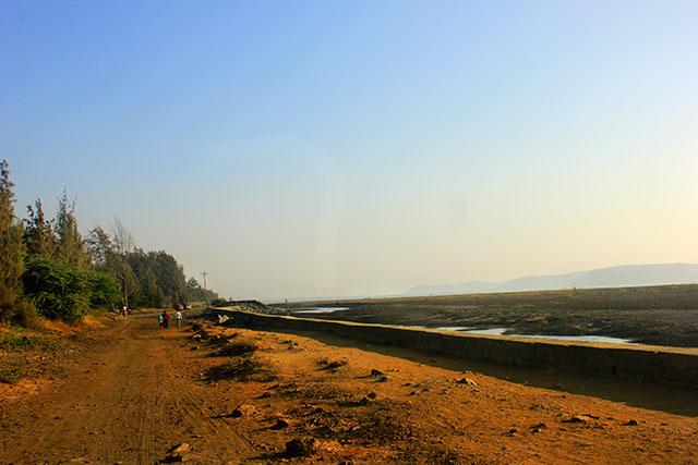 Suruchi Beach; Mumbai; India; Vasai; outdoor; sea wall; sky; trees; uasatish;