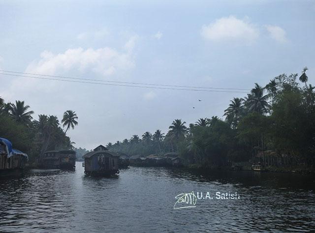 Houseboat; Alapuzha; Kerala; India; canal; outdoor; water; sky; uasatish; lake; kayal;