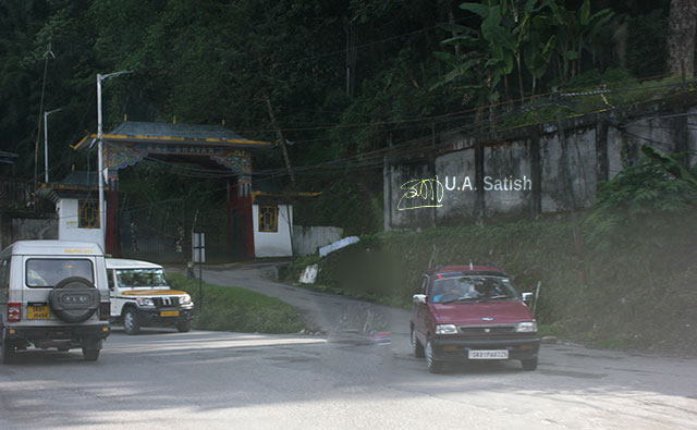 Gangtok; Sikkim; India; uasatish; Raj Bhavan; road; cars;