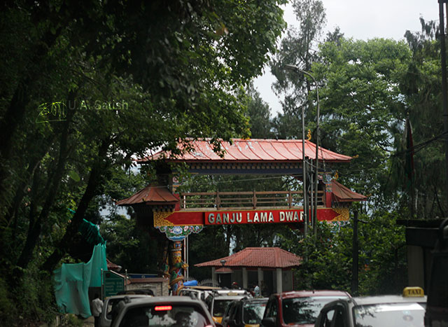 Gangtok; Sikkim; India; road; uasatish; cars; trees; gate;