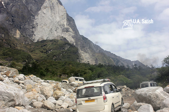 Sikkim; India; car; rocks; uasatish;