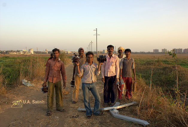 Vasai; Mumbai; India; workers; road; uasatish;