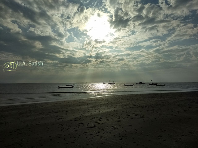 Rangaoon Beach; Vasai; beach; India; Maharasjtra; Mumbai; sea; sky; clouds; sun; light; uasatish;