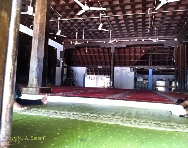 Odathil Palli; mosque; palli; Thalassery; Tellicherry; Kerala; uasatish; prayer hall;
