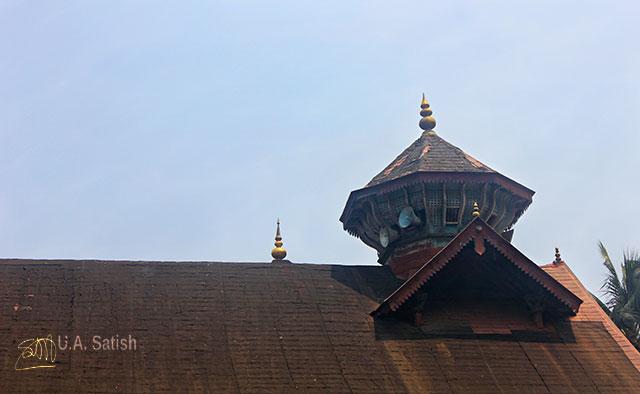 Odathil Palli; mosque; palli; Thalassery; Tellicherry; Kerala; uasatish; gold dome;