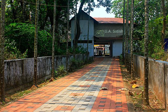 Odathil Palli; mosque; palli; Thalassery; Tellicherry; Kerala; uasatish; pathway;