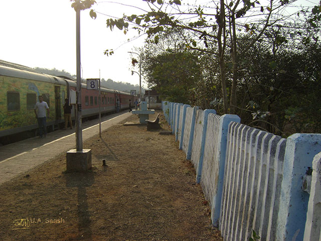 Khed Station; train travel; Mumbai to Kannur; uasatish;