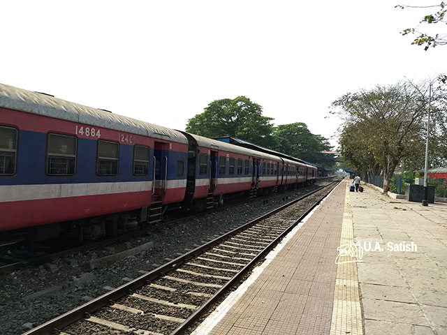 Roha Station; train travel; Mumbai to Kanur; uasatish;