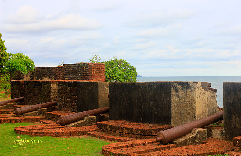 Kannur Fort; Arabian Sea; Kannur; Kerala; guns; uasatish;
