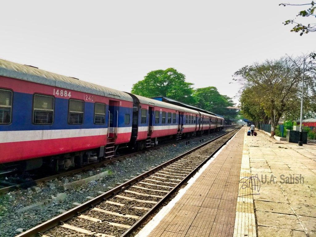 Roha Railway Station; Trip Vasai to Kannur; uasatish; camera phone; mobile photography;