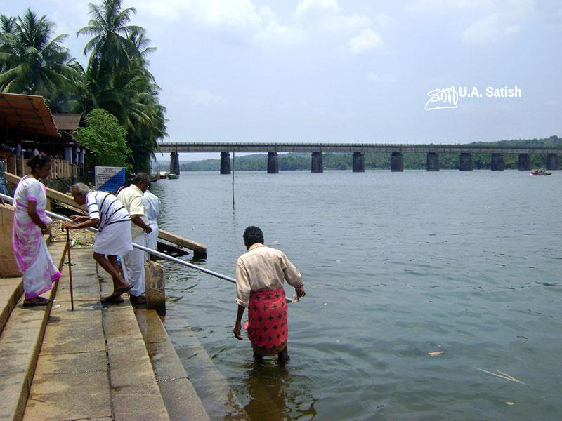 Valapattanam River; river; Parassinikkadavu; devotees; uasatish;