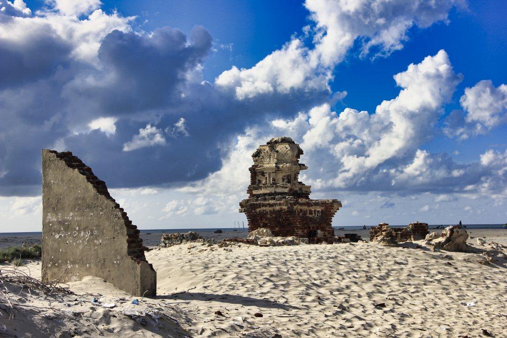 ruins; beach; uasatish; Rameswaram;