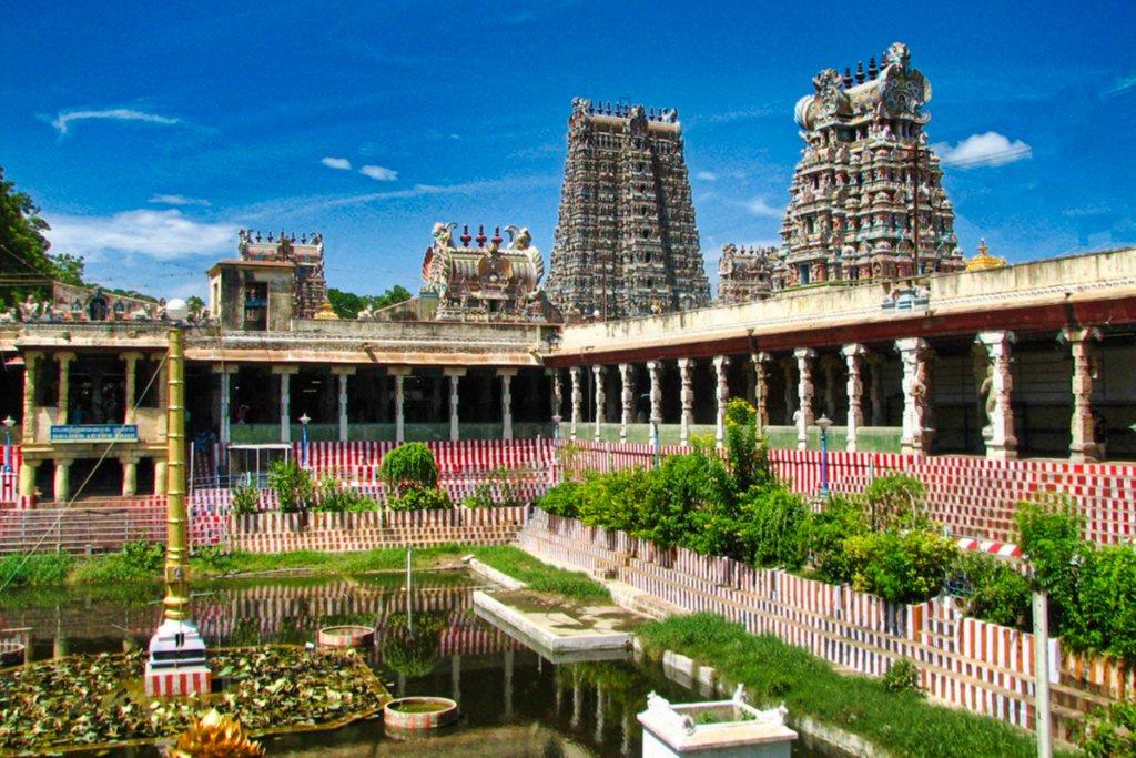 Meenakshi Amman Kovil; pond; Hindu temple; Madurai; India; architecture; uasatish;